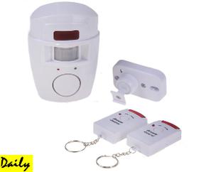 Охранная сигнализация с датчиком движения, сиреной, и двумя брелоками, работает от батареек AA.